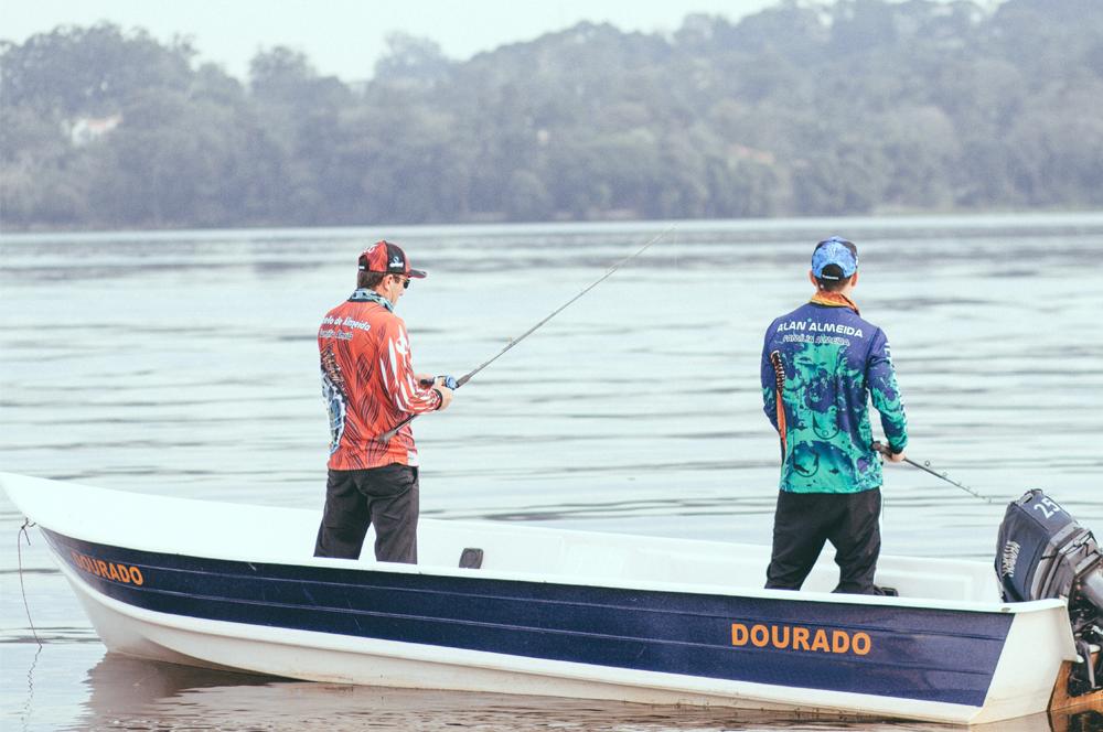 pescaria de barco