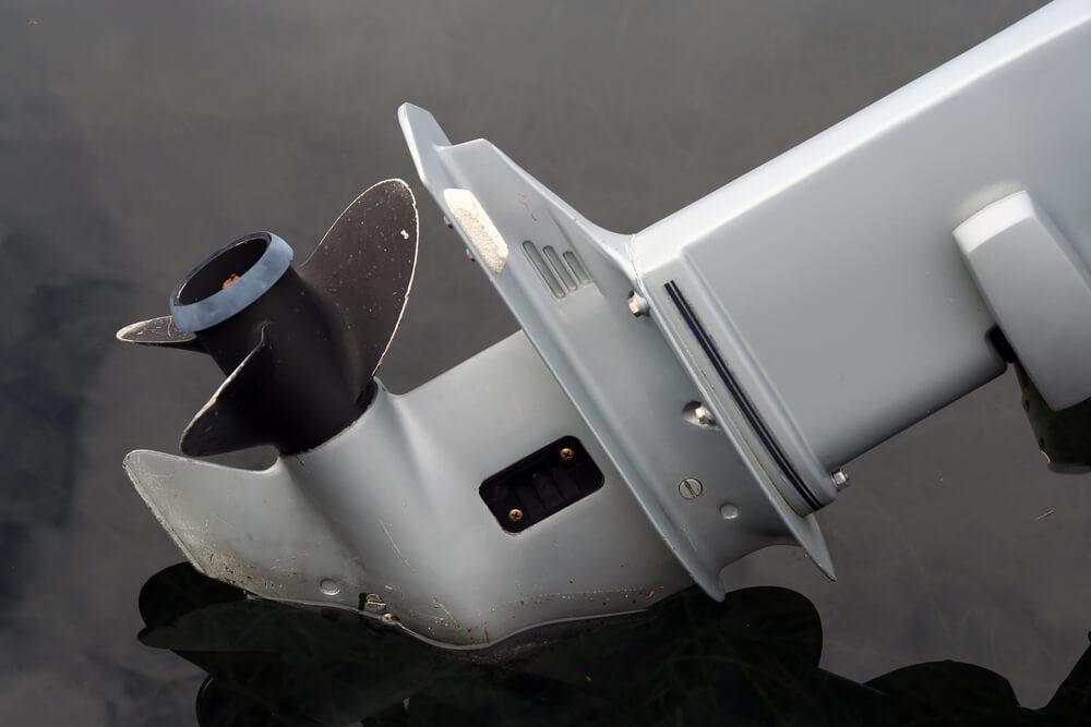 manutenção de motor de popa