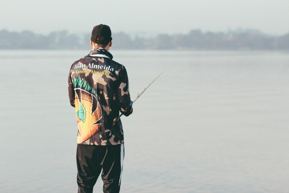 camisa de pesca camuflada