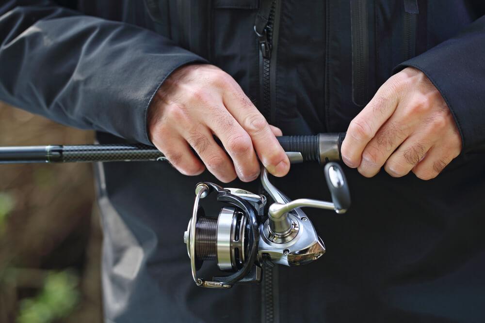 como pescar com molinete